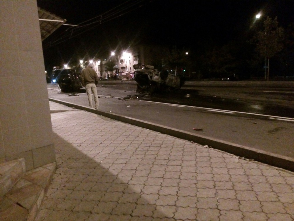 Тяжелейшее ДТП вДонецке: перевернулись два автомобиля, размещено видео