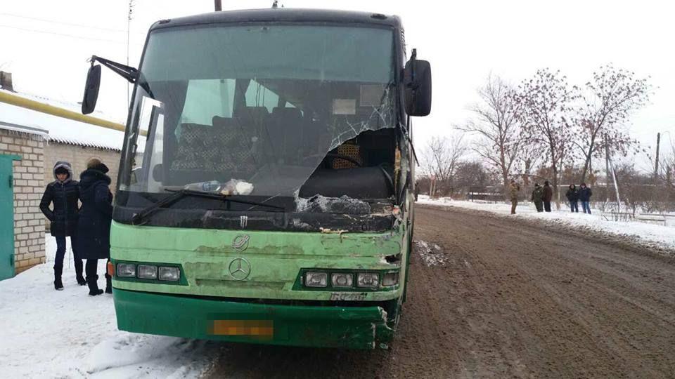 НаЛуганщине автобус столкнулся своенным авто, пострадали четверо силовиков