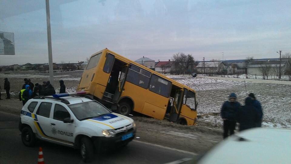 Вмомент смертоносного ДТП воЛьвовской области вмаршрутке находилось 15 пассажиров